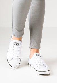 Converse - CHUCK TAYLOR ALL STAR DAINTY - Zapatillas - blanc - 0