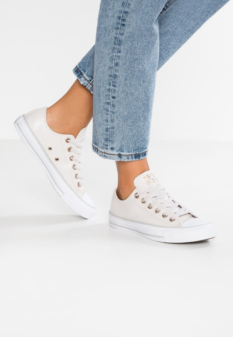 Converse - CHUCK TAYLOR ALL STAR  - Sneakersy niskie - pale putty/white/mouse