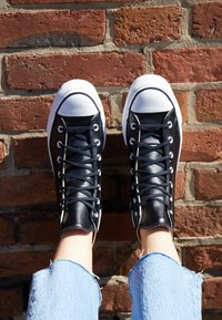 Converse - CHUCK TAYLOR ALL STAR LIFT CLEAN - Sneakers alte - black/white - 2