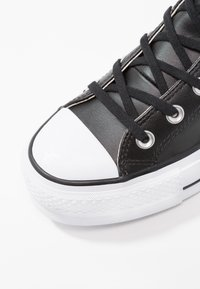 Converse - CHUCK TAYLOR ALL STAR LIFT CLEAN - Høye joggesko - black/white - 5