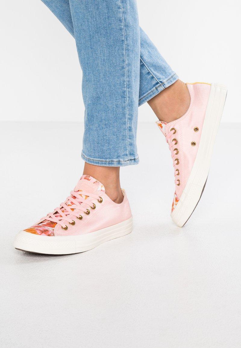 Converse - CHUCK TAYLOR ALL STAR - Sneaker low - storm pink/field surplus/egret