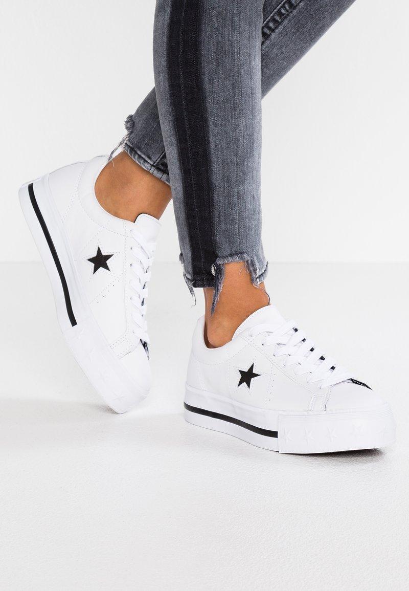 Converse - ONE STAR PLATFORM - Sneaker low - white/black