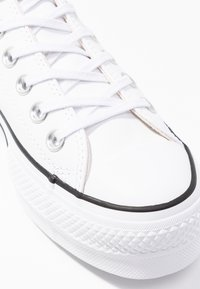 Converse - CHUCK TAYLOR ALL STAR LIFT CLEAN - Zapatillas - white/black - 2