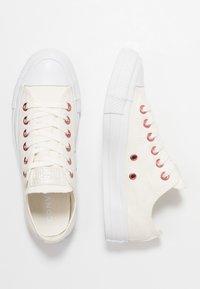 Converse - CHUCK TAYLOR ALL STAR  - Tenisky - egret/rhubarb/white - 3