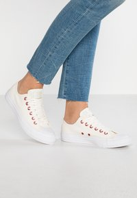 Converse - CHUCK TAYLOR ALL STAR  - Tenisky - egret/rhubarb/white - 0