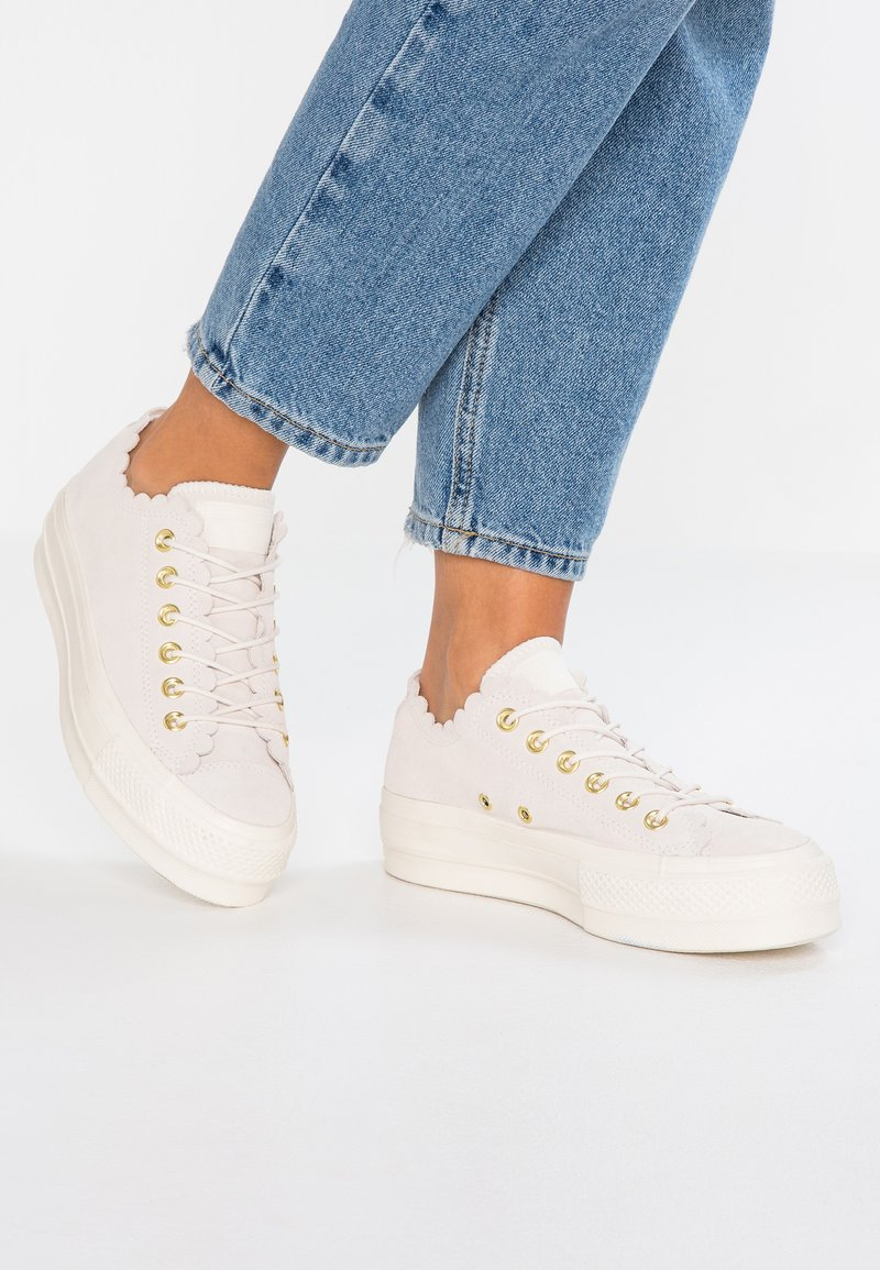 Converse - CHUCK TAYLOR ALL STAR LIFT - Trainers - egret/gold