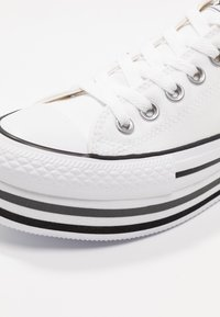 Converse - CHUCK TAYLOR ALL STAR PLATFORM LAYER - Baskets basses - white/black/thunder - 2