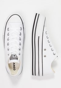 Converse - CHUCK TAYLOR ALL STAR PLATFORM LAYER - Baskets basses - white/black/thunder - 3