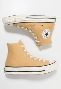 Converse - CHUCK 70 - Sneaker high - club gold/egret/black - 3