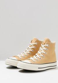 Converse - CHUCK 70 - High-top trainers - club gold/egret/black - 4