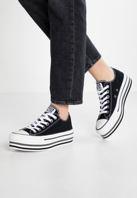 Converse - CHUCK TAYLOR ALL STAR PLATFORM LAYER - Sneakers laag - black/white/thunder - 0