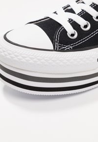 Converse - CHUCK TAYLOR ALL STAR PLATFORM LAYER - Sneakers laag - black/white/thunder - 2