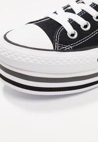 Converse - CHUCK TAYLOR ALL STAR PLATFORM LAYER - Joggesko - black/white/thunder - 2