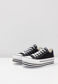 Converse - CHUCK TAYLOR ALL STAR PLATFORM LAYER - Sneakers laag - black/white/thunder - 4