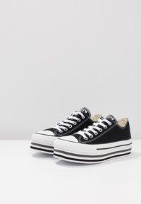Converse - CHUCK TAYLOR ALL STAR PLATFORM LAYER - Joggesko - black/white/thunder - 4
