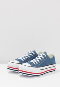 Converse - CHUCK TAYLOR ALL STAR PLATFORM LAYER - Joggesko - ensign blue/white/black - 4