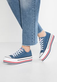 Converse - CHUCK TAYLOR ALL STAR PLATFORM LAYER - Joggesko - ensign blue/white/black - 0