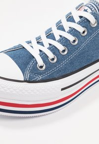 Converse - CHUCK TAYLOR ALL STAR PLATFORM LAYER - Joggesko - ensign blue/white/black - 2