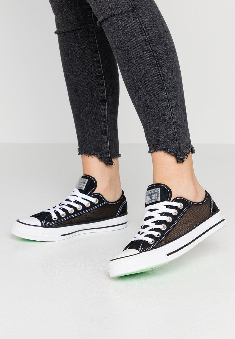 Converse - CHUCK TAYLOR  - Sneakersy niskie - black/white