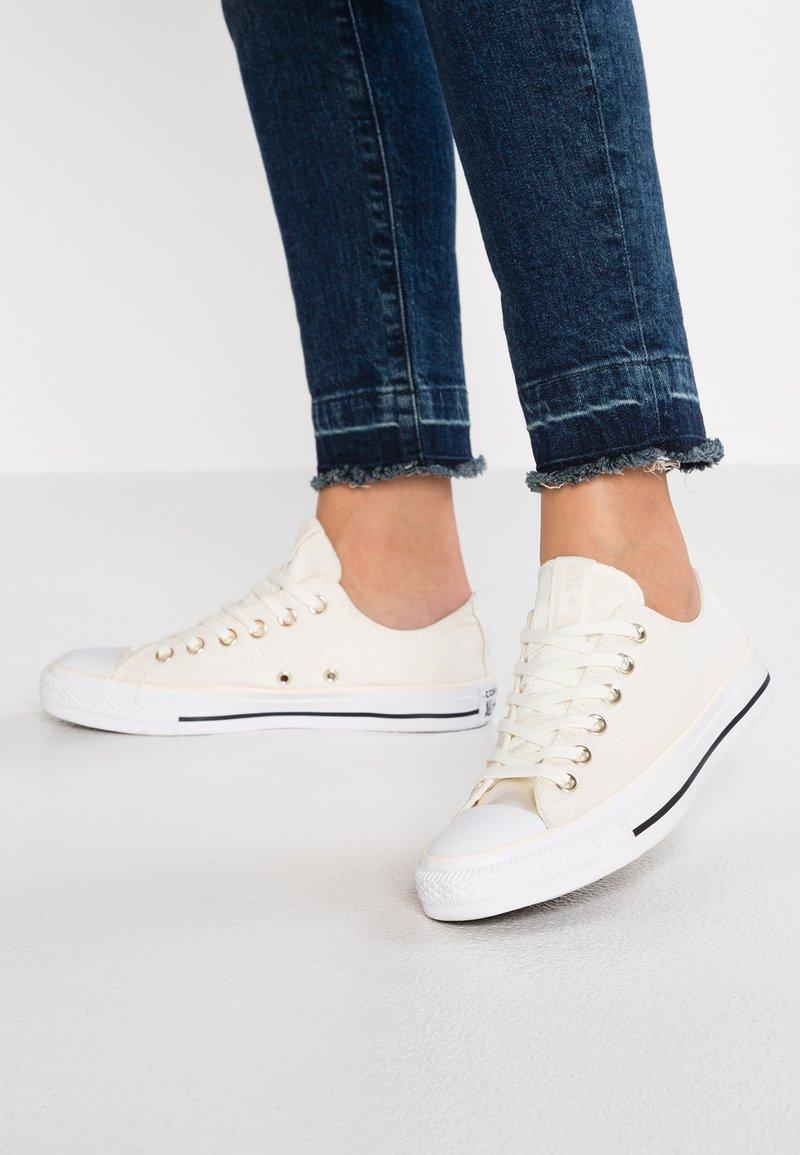 Converse - CHUCK TAYLOR - Sneaker low - egret/light gold/white