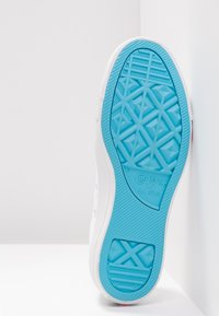 Converse - CHUCK TAYLOR  - Joggesko - white/racer pink/gnarly blue - 6