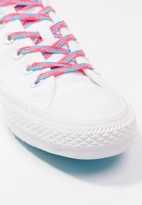 Converse - CHUCK TAYLOR  - Joggesko - white/racer pink/gnarly blue - 2