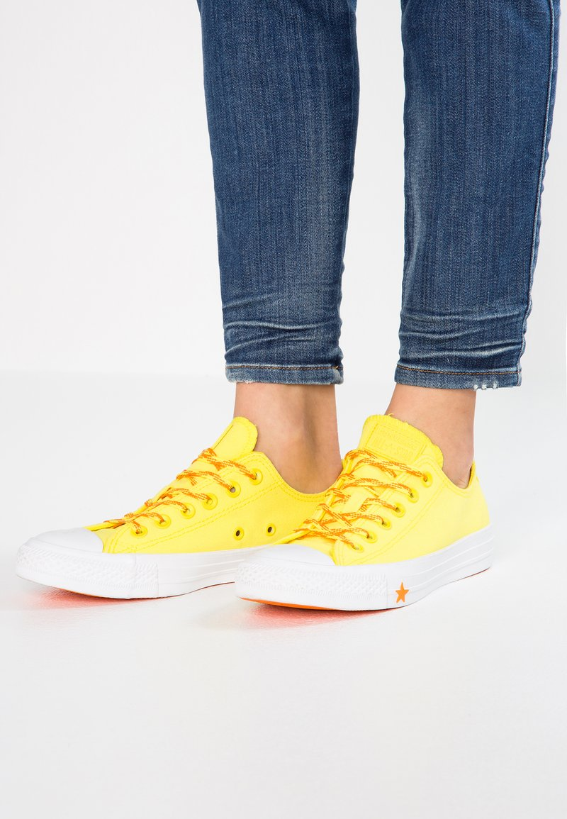 Converse - CHUCK TAYLOR - Sneakers - fresh yellow/orange rind/white