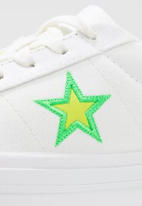 Converse - ONE STAR - Sneakers basse - white/black/acid green - 2