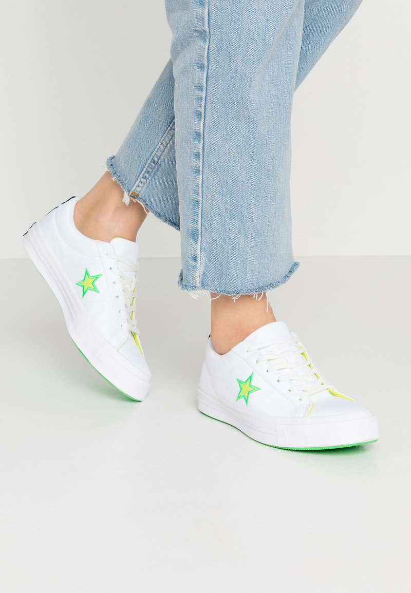 Converse - ONE STAR - Sneakers basse - white/black/acid green