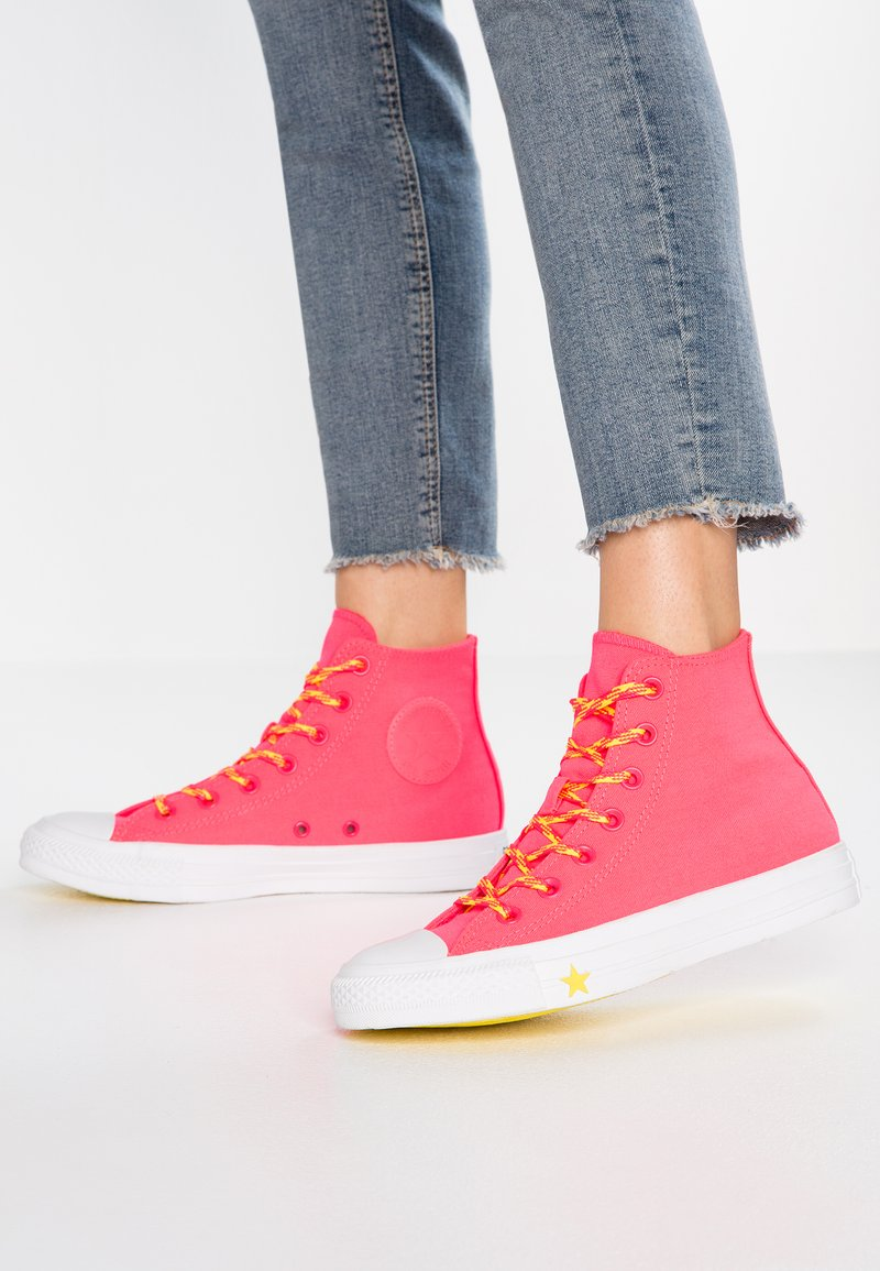 Converse - CHUCK TAYLOR  - High-top trainers - racer pink/fresh yellow/white