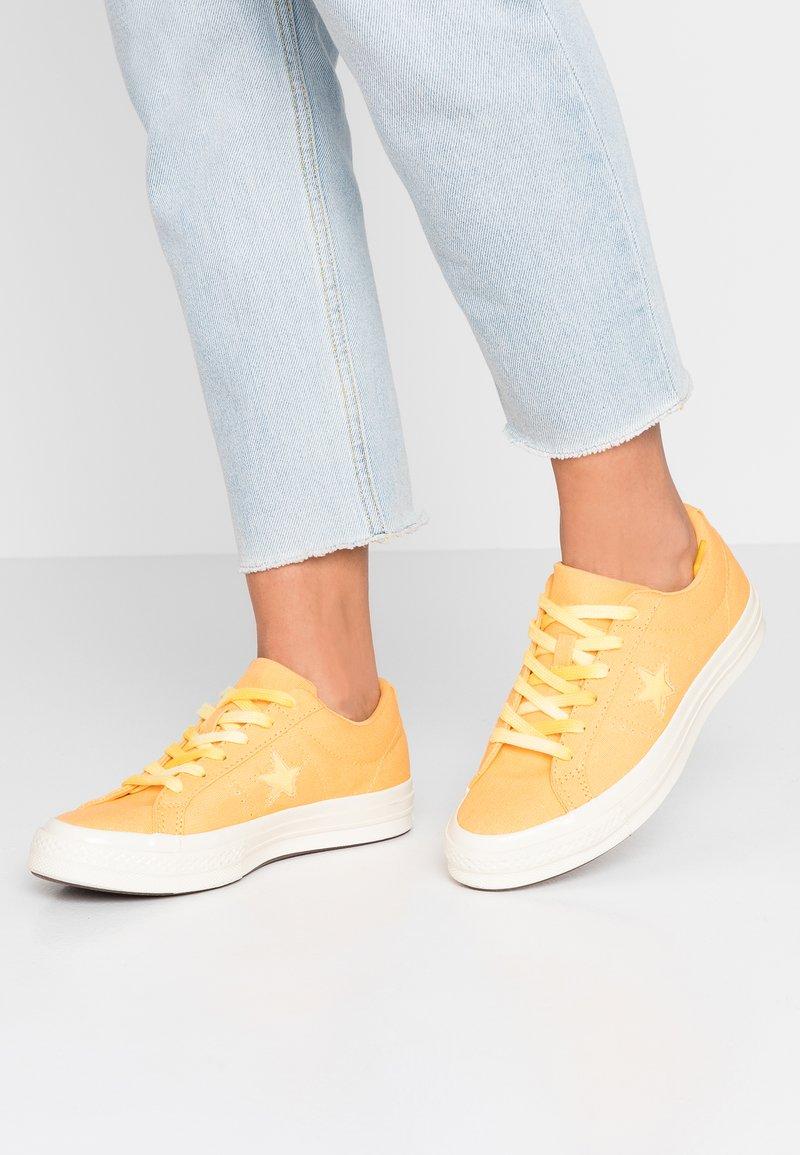 Converse - ONE STAR - Sneaker low - melon baller/butter yellow/egret