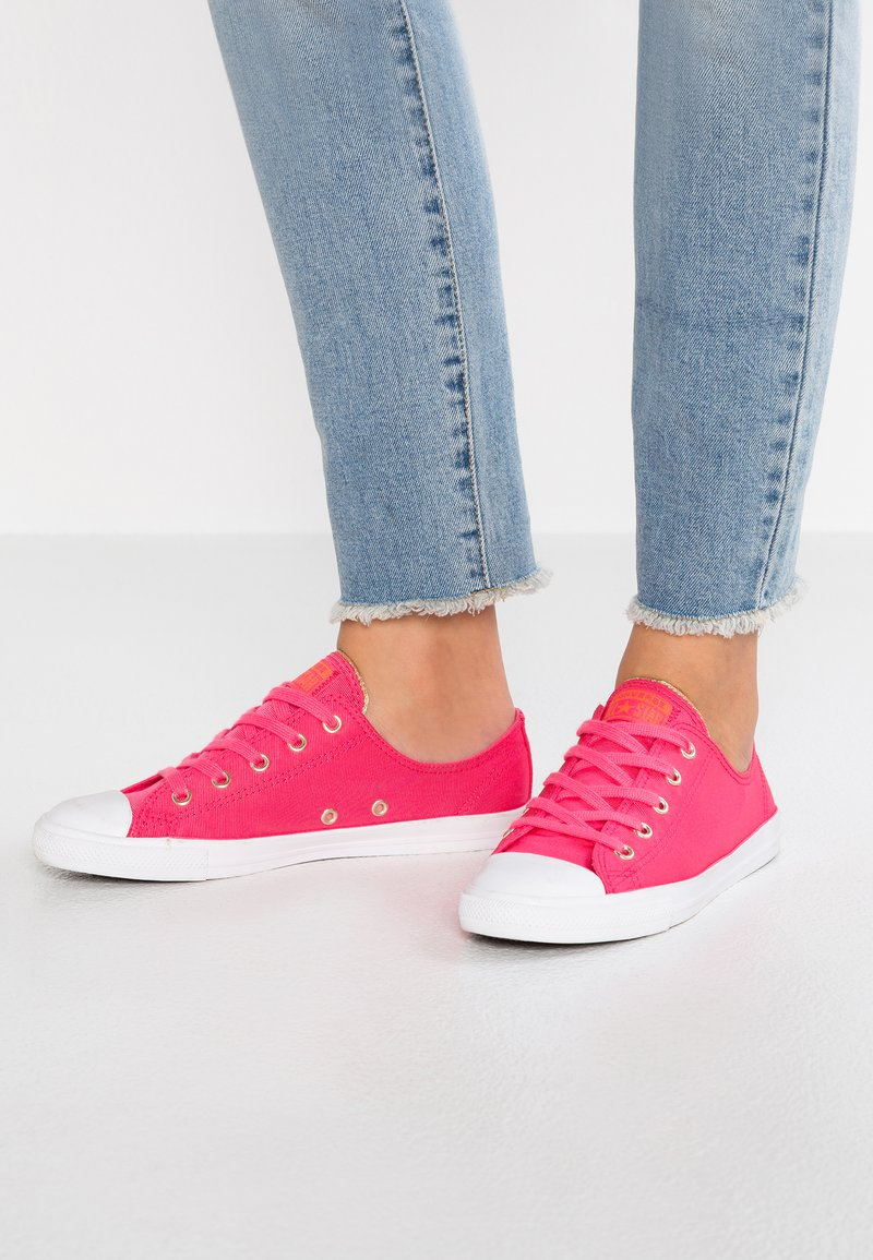 Converse - DAINTY - Sneaker low - strawberry jam/turf orange/light gold