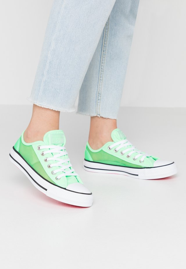 CHUCK TAYLOR - Sneakers laag - illusion green/white/black