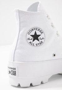 Converse - CHUCK TAYLOR ALL STAR LUGGED - High-top trainers - white/black - 2