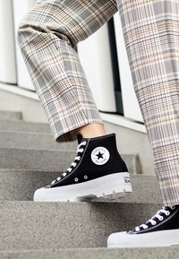 Converse - CHUCK TAYLOR ALL STAR LUGGED - High-top trainers - black/white - 4