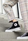 Converse - CHUCK TAYLOR ALL STAR LUGGED - High-top trainers - black/white