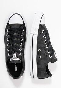 Converse - CHUCK TAYLOR ALL STAR GLAM DUNK - Baskets basses - black/white - 3