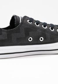 Converse - CHUCK TAYLOR ALL STAR GLAM DUNK - Baskets basses - black/white - 2