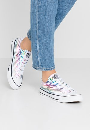 CHUCK TAYLOR ALL STAR ALL OF THE STARS - Baskets basses - white/black
