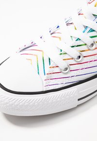 Converse - CHUCK TAYLOR ALL STAR ALL OF THE STARS - Joggesko - white/black - 2