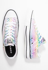 Converse - CHUCK TAYLOR ALL STAR ALL OF THE STARS - Joggesko - white/black - 3