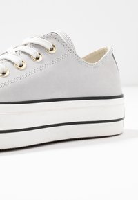 Converse - CHUCK TAYLOR ALL STAR LIFT - Sneakers basse - mouse/vintage white/black - 2