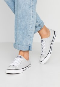 Converse - CHUCK TAYLOR ALL STAR DAINTY BASIC - Sneakers - mouse/white/black - 0