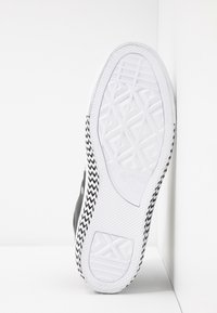 Converse - CHUCK TAYLOR ALL STAR MISSION - Baskets montantes - black/white - 6