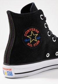Converse - CHUCK TAYLOR ALL STAR RETROGRADE - Baskets montantes - black/habanero red/white - 2