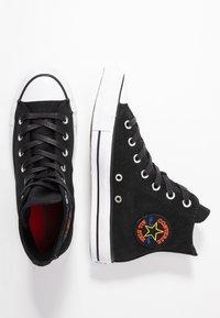 Converse - CHUCK TAYLOR ALL STAR RETROGRADE - Baskets montantes - black/habanero red/white - 3