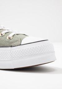 Converse - CHUCK TAYLOR ALL STAR LIFT SEASONAL - Joggesko - jade stone/white/black - 2
