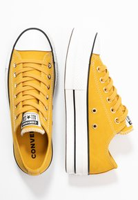 Converse - CHUCK TAYLOR ALL STAR LIFT - Joggesko - gold dart/vintage white/black - 3