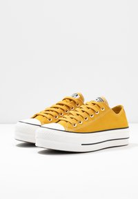 Converse - CHUCK TAYLOR ALL STAR LIFT - Joggesko - gold dart/vintage white/black - 4