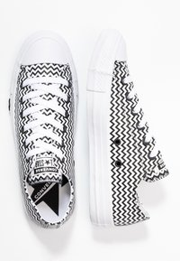 Converse - CHUCK TAYLOR ALL STAR MISSION - Trainers - white/black - 3